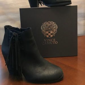 Cute black ankle boot with tassels.